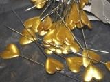 48 Deko Nadeln mit Herz Gold